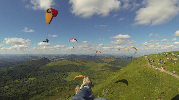 Découvrir le Puy de Dôme par les airs
